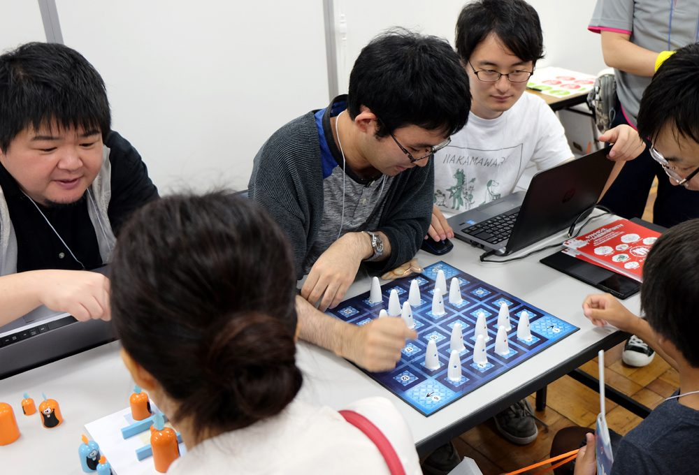 """AIを""""嘘つき""""に育てるために:「すごろくや祭」AIゲーム対戦ブースレポート"""
