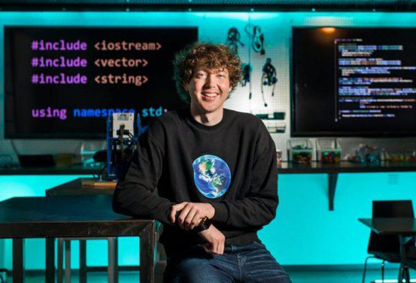 自然言語をプログラミング言語に翻訳。ソースコード生成AIの現状